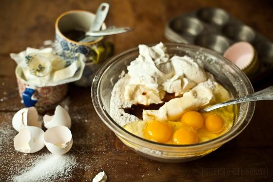 Cinnamon Roll Cupcakes :: Granola Girl bakes 5